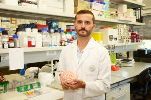 Investigador descobre fármaco para atrasar progressão de doença